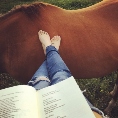 There's really nothing some sunshine, a good book, and a beautiful pony can't fix in this scenery #blueskies #chestnutponies #poetry #justbreathe #live